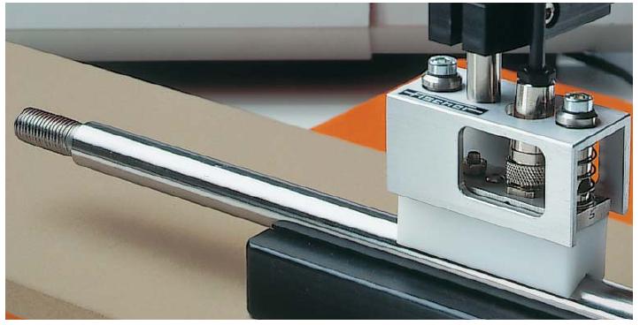 用探头V2FGA06H自动测量活塞杆上的铬涂层