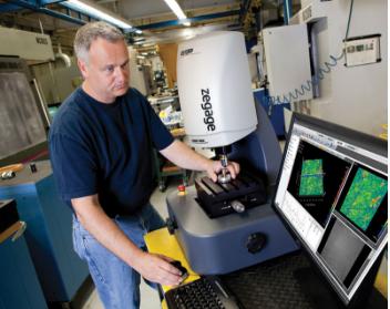 生产车间里,正在使用的ZeGage光学轮廓仪